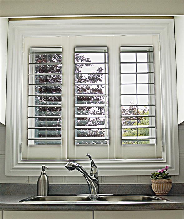 Discount shutters mississauga vinyl wood shutters for Discount bay windows